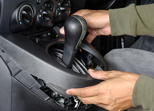 slijtageplekken inbraaksporen kunt u soms niet vermijden we herstellen graag het interieur van uw voertuig zodat het er weer als nieuw uitziet
